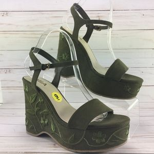 MIA green Embroidered wedge size 9